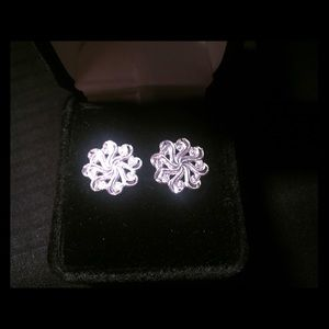 Sterling silver stud earrings -925